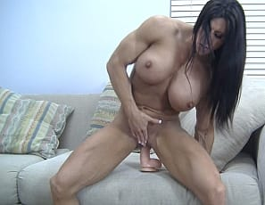 Big pecs, ripped abs, powerful quads and a wet pussy: Angela Salvagno has it all