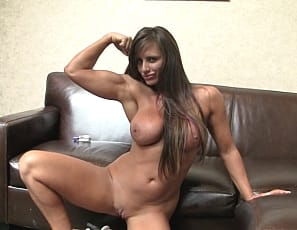 Female muscle pornstar Nikki Jackson invites us into her bedroom
