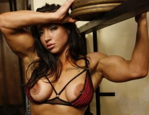 Muscled chick flexes her sexxxy biceps 3