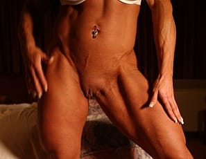 nude female bodybuilder